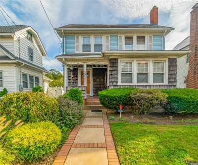 Baldwin Single Family Home For Sale: 876 Seaman Ave