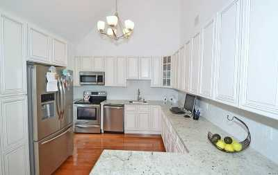 Medford Condo/Townhouse For Sale: 20 Daremy Cir