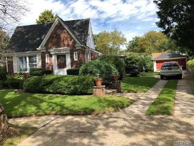Little Neck Single Family Home For Sale: 50-31 Morenci Ln