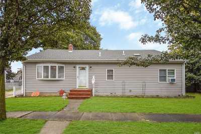 Hicksville Single Family Home For Sale: 12 Elmira St
