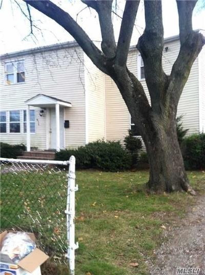 Farmingdale, Hicksville, Levittown, Massapequa, Massapequa Park, N. Massapequa, Plainview, Syosset, Westbury Single Family Home For Sale: 836 1st Ave