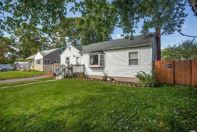 Patchogue Single Family Home For Sale: 23 Snyder St