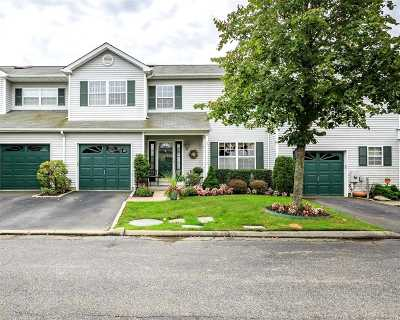 Smithtown Condo/Townhouse For Sale: 6 Merrimack Rd