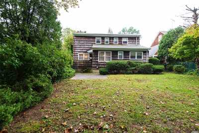 Locust Valley Single Family Home For Sale: 24 Valley Ave