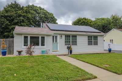 Bay Shore Single Family Home For Sale: 1433 Lombardy Blvd