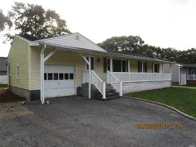 Holbrook Single Family Home For Sale: 1993 Lincoln Ave