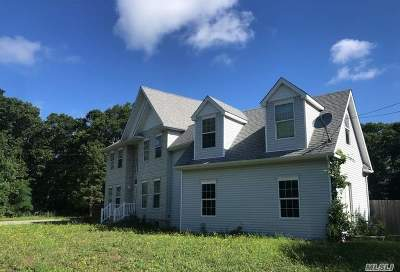 Center Moriches Single Family Home For Sale: 25 Wading River Rd