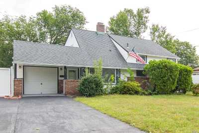 Levittown Single Family Home For Sale: 57 Ripple Ln