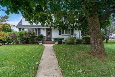 Hicksville Single Family Home For Sale: 2 Preston Ln