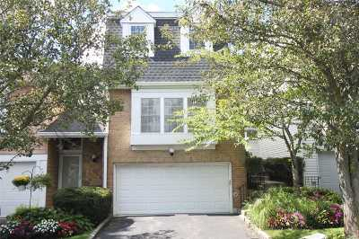 Syosset Condo/Townhouse For Sale: 82 Hidden Ridge Dr