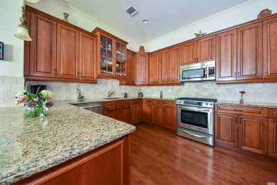 Westbury Condo/Townhouse For Sale: 707 Equestrian Way