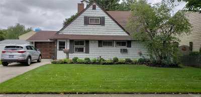 Hicksville Single Family Home For Sale: 7 Hemp Ln