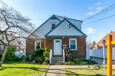 New Hyde Park Single Family Home For Sale: 1409 Plaza Ave