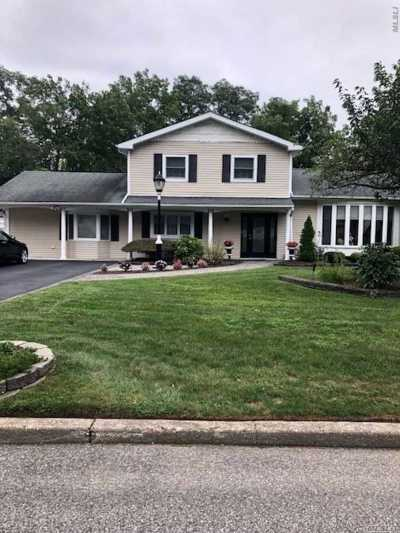 Hauppauge Single Family Home For Sale: 204 Northfield Rd
