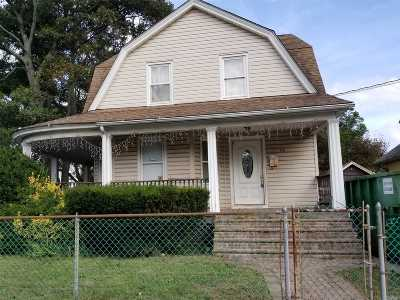 Freeport Single Family Home For Sale: 90 Rutland Rd