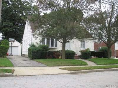 Valley Stream Single Family Home For Sale: 85 Todd Rd