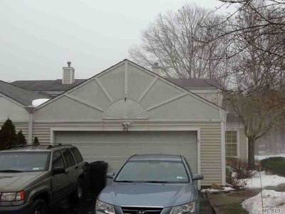 Manorville Single Family Home For Sale: 82 Fox Ct