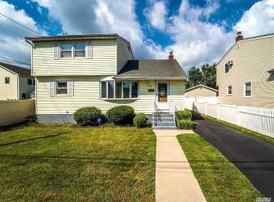 Hicksville Single Family Home For Sale: 43 Dakota St