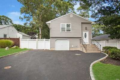 Ronkonkoma Single Family Home For Sale: 19 Kingdom Ct