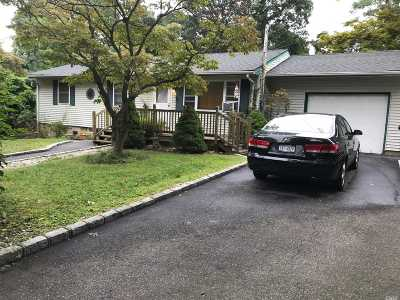 Lake Ronkonkoma Single Family Home For Sale: 5 North Rd