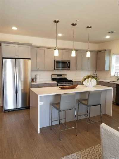 East Islip Condo/Townhouse For Sale: 5 Park Drive N