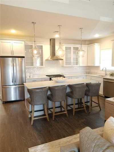 East Islip Condo/Townhouse For Sale: 6 Park Drive N