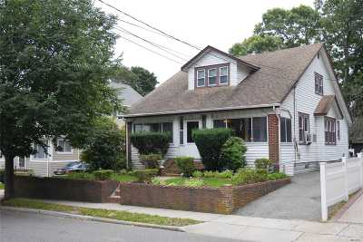 Freeport Single Family Home For Sale: 27 Prince Ave