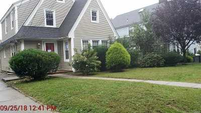Hempstead Single Family Home For Sale: 180 Sunset Dr