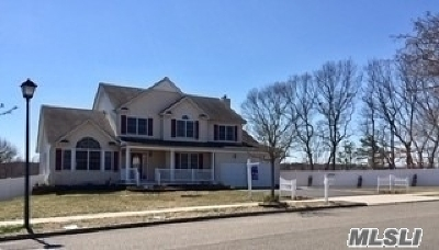 Smithtown Single Family Home For Sale: 7 Manor Pl