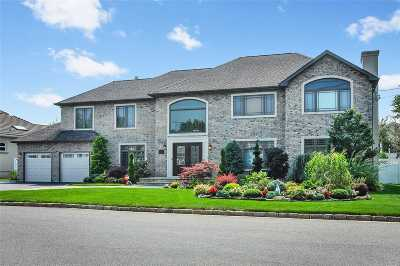 Massapequa Single Family Home For Sale: 54 Lagoon Blvd