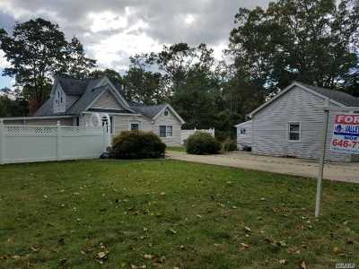 Central Islip  Single Family Home For Sale: 66 Lexington Ave