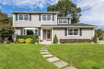 St. James Single Family Home For Sale: 67 Vanderbilt Ave