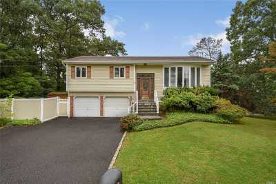 Hauppauge Single Family Home For Sale: 100 Bretton Rd