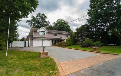 East Islip Single Family Home For Sale: 41 Adelhaide Ln