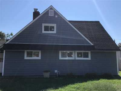 Levittown Single Family Home For Sale: 22 Eden Ln