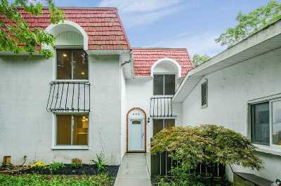 Medford Condo/Townhouse For Sale: 698 Blue Ridge Dr