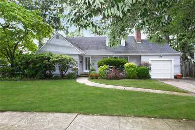 Single Family Home For Sale: 2138 Seneca Pl