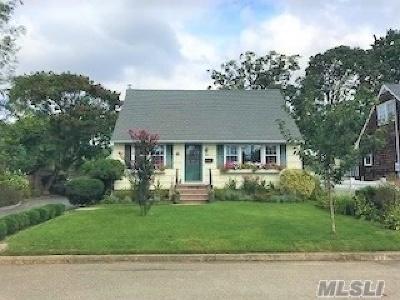 Babylon Single Family Home For Sale: 21 Cambridge Dr