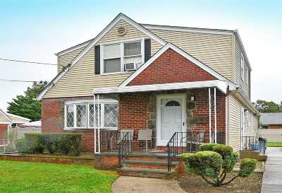Nassau County Single Family Home For Sale: 83 2nd St