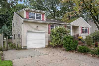 N. Merrick Single Family Home For Sale: 1409 Van Nostrand Pl