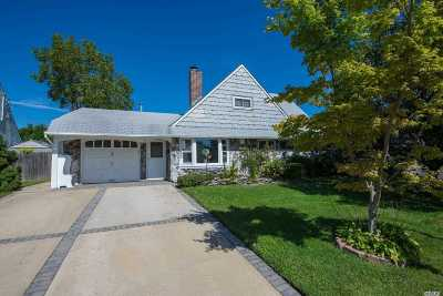 Wantagh Single Family Home For Sale: 37 Dell Ln