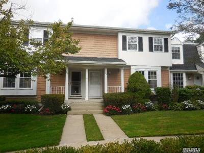 Syosset Condo/Townhouse For Sale: 102 Glen Way