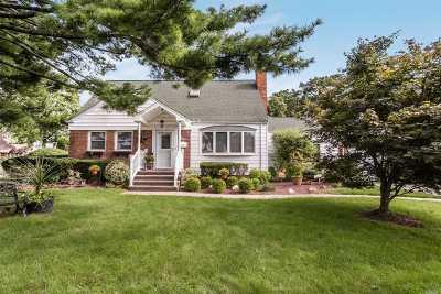 Merrick Single Family Home For Sale: 9 Aster Ave