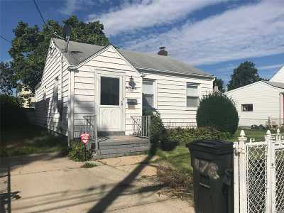 Uniondale Single Family Home For Sale: 178 Greengrove Ave