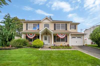 Massapequa Single Family Home For Sale: 24 Carlton Dr