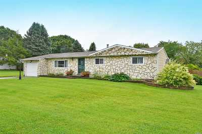 Holtsville Single Family Home For Sale: 88 Ridgewood Ave