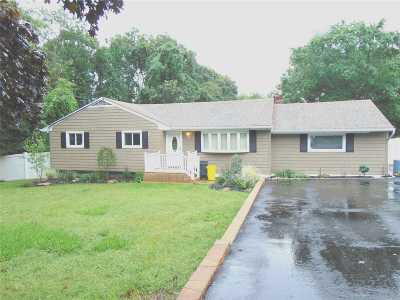 Hauppauge Single Family Home For Sale: 1490 Motor Pkwy