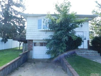 Massapequa Park Single Family Home For Sale: 186 Jerusalem Ave