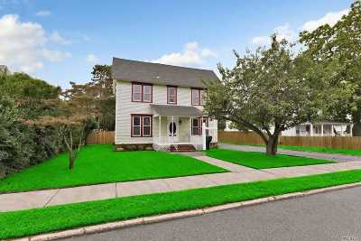Patchogue Single Family Home For Sale: 19 Amity St