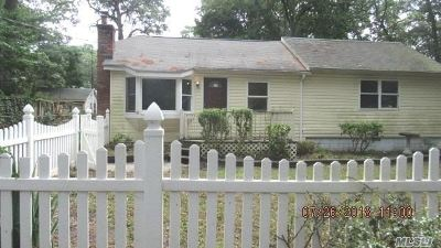 Sound Beach Single Family Home For Sale: 19 Bellport Rd